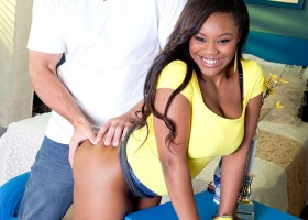 Cute black girl Nina Ro'ti likes to fuck in the butt